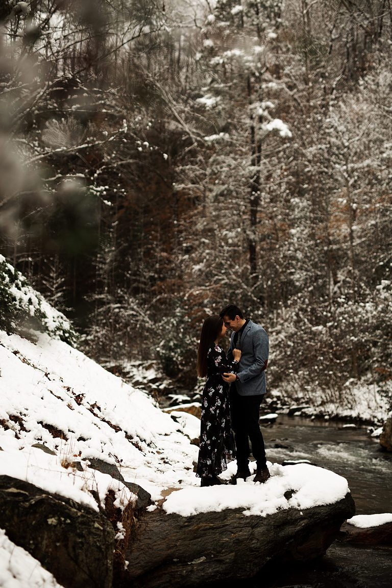 Snowy Toccoa Falls Engagement, Winter Waterfall Engagement, waterfalls engagement photos